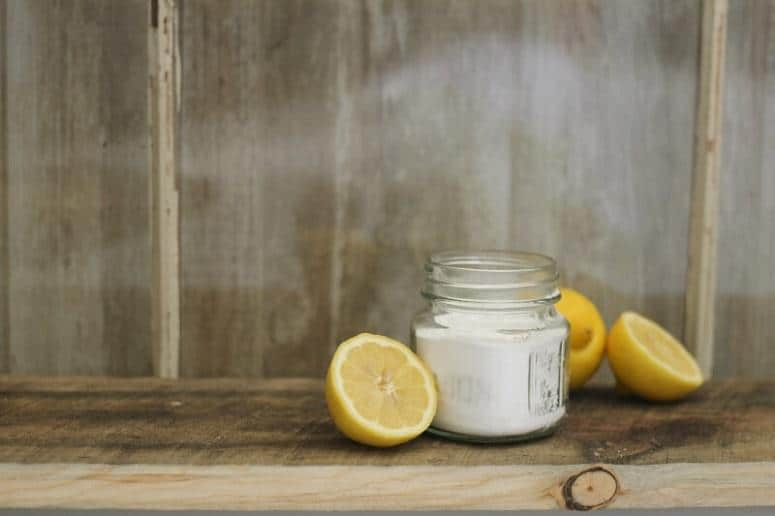 Clean Your Tub With Lemon