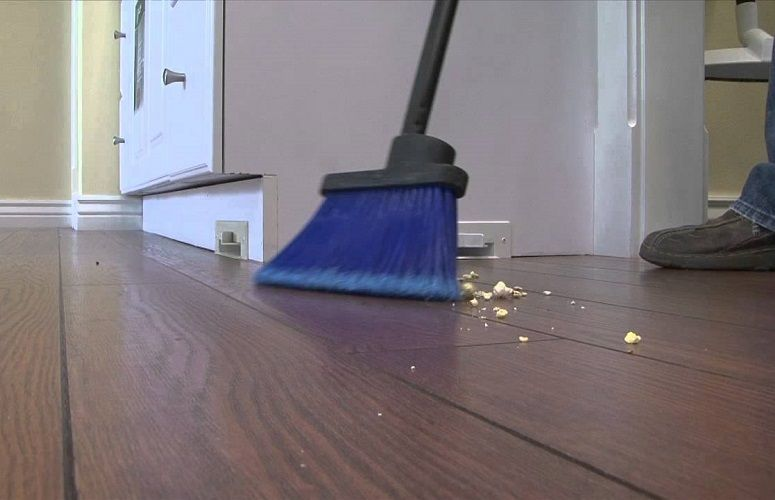 cleaning with automatic dustpan