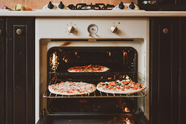 How to Clean Oven Glass – Everything You Need to Know