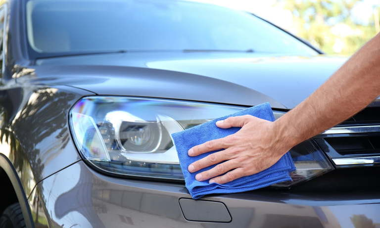How to Clean Headlights with Vinegar